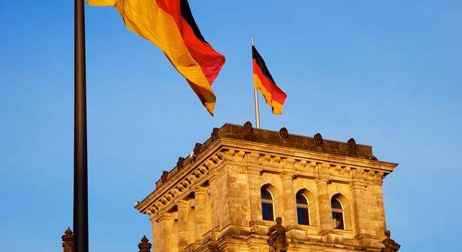 Economist Sinn rattles Merkel laboring to save euro