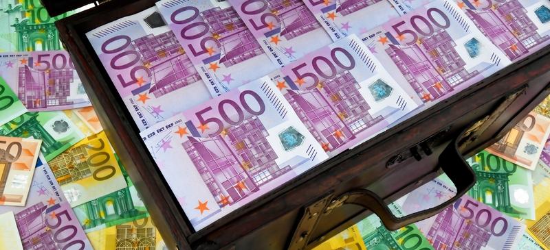 Isolated Britain fails to avert EU bank bonus cap